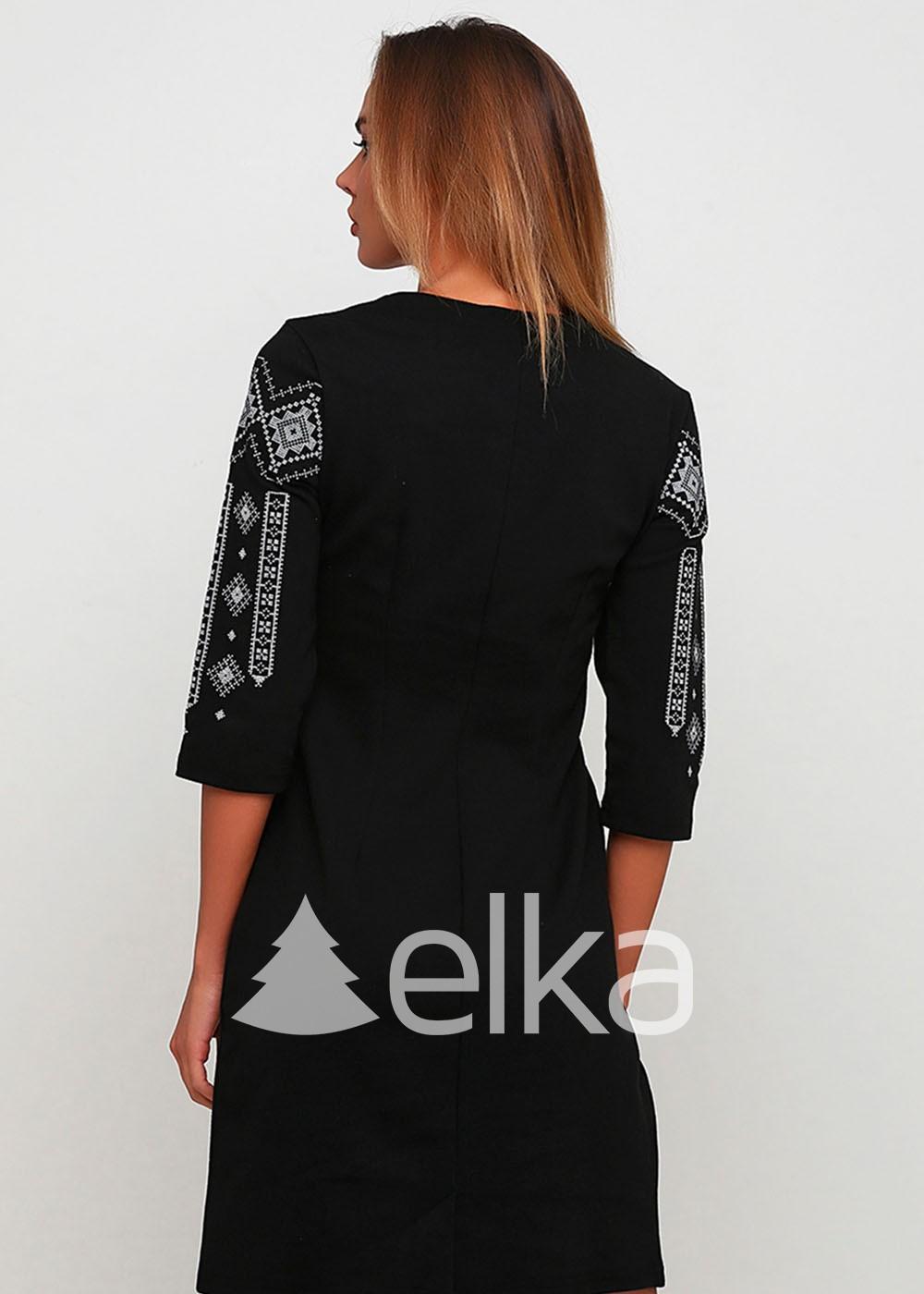 Вышитое платье черное