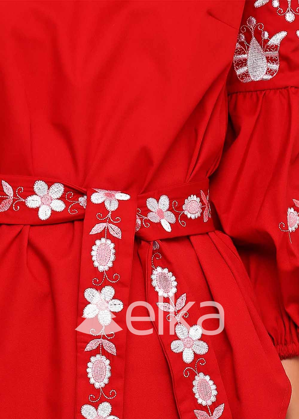 Вышиванка женская красная Цветочная