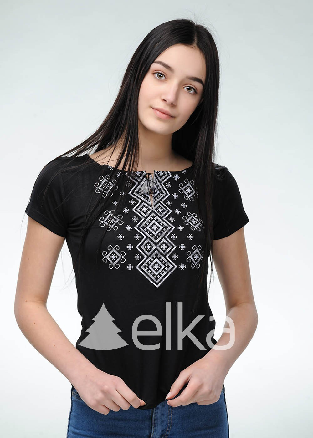 Вышитая футболка Меланка