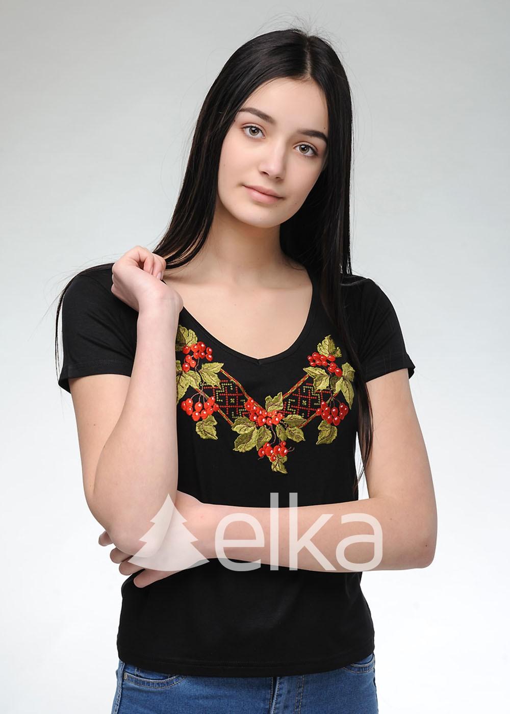 Вышитая футболка Калина