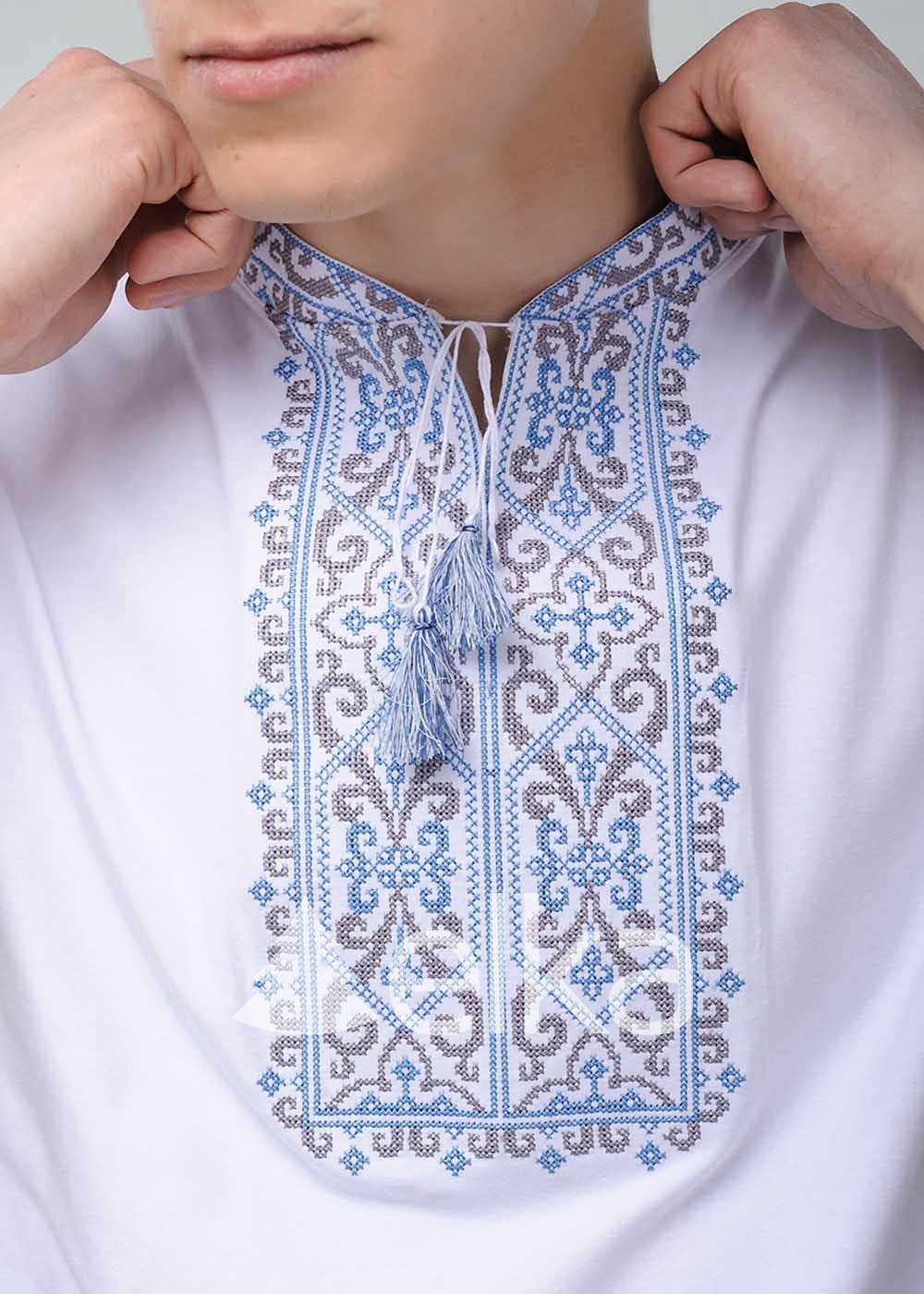 Вышитая футболка казацкая