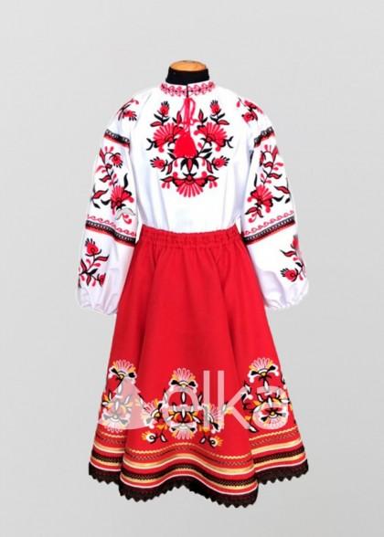 Национальный костюм красный