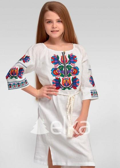 Вышитое платье для девочки белое