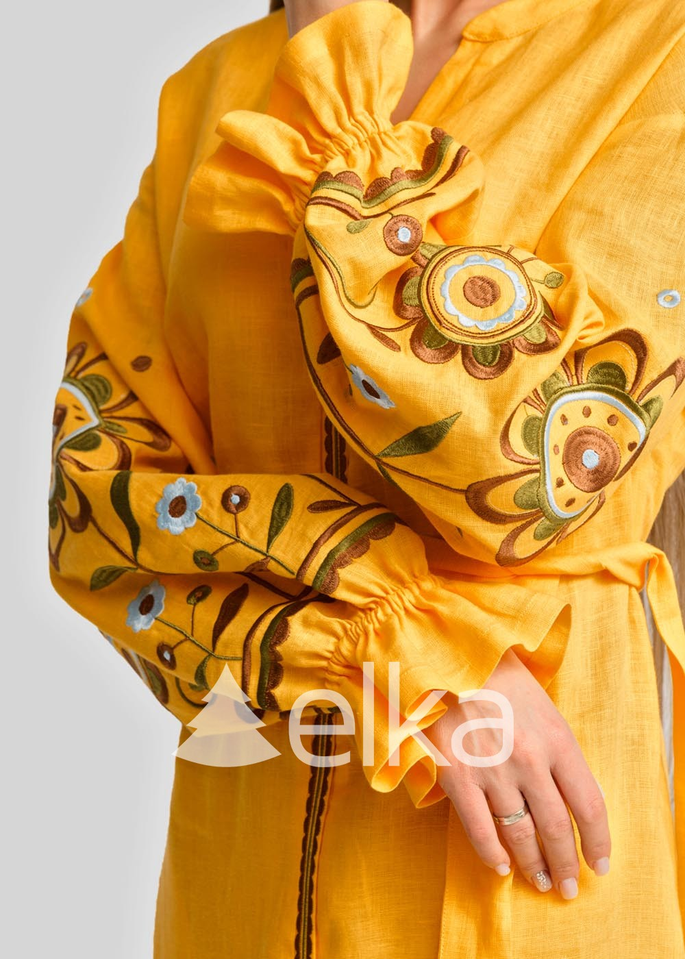 Платье вышиванка золотое