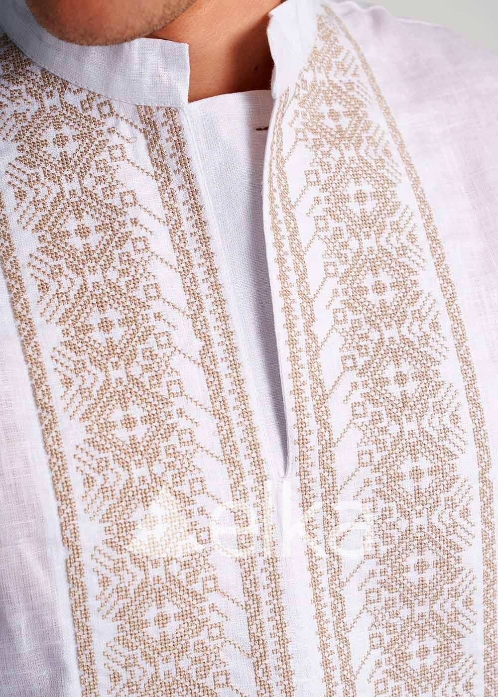 Мужская вышиванка с золотой вышивкой
