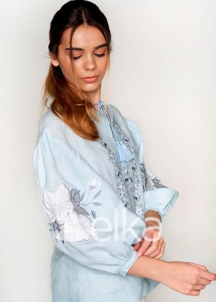 Вышиванка женская с аппликацией голубая