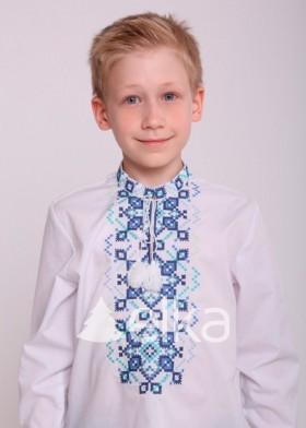 Детская вышиванка с узорами