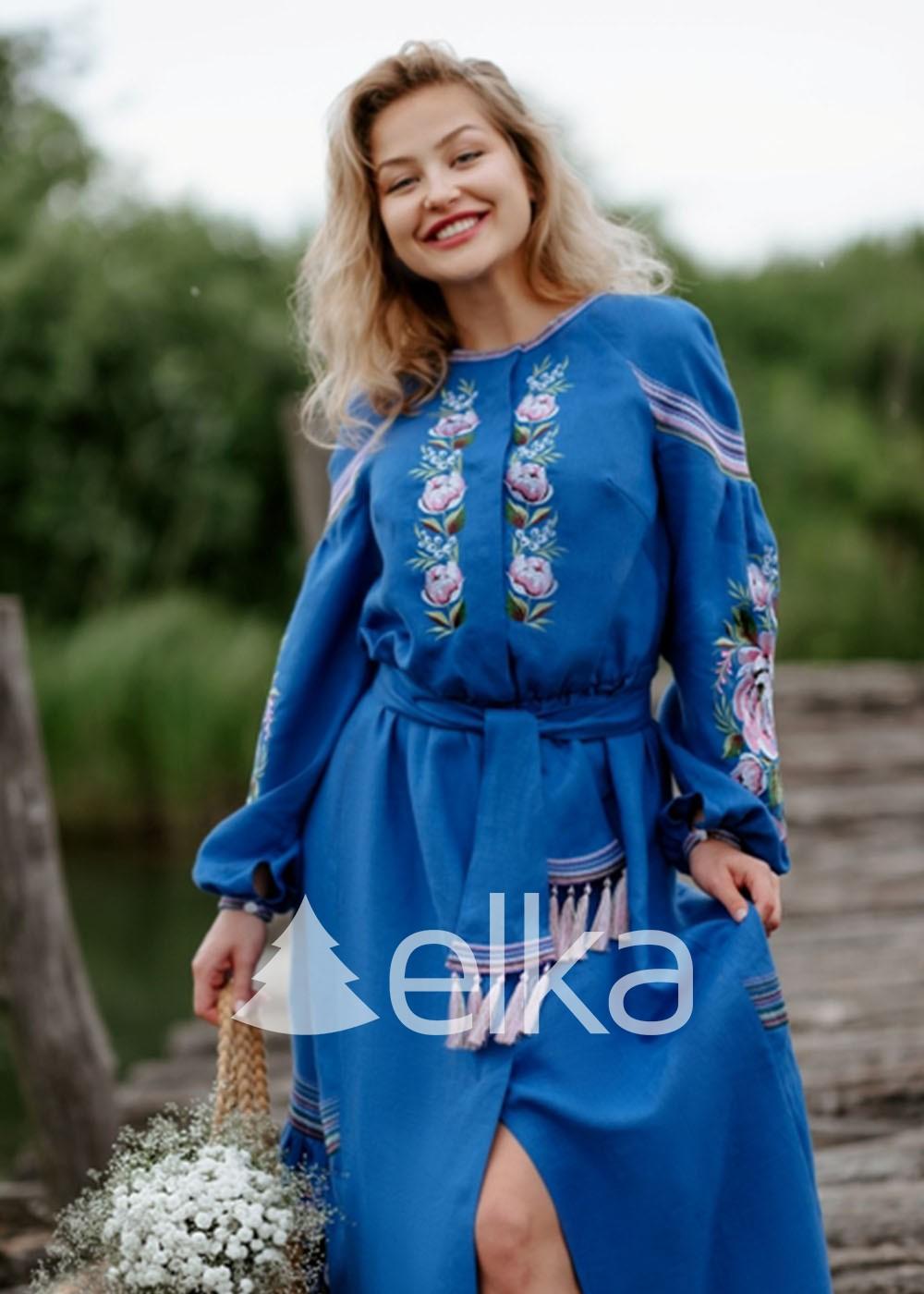 Вышитое платье синее