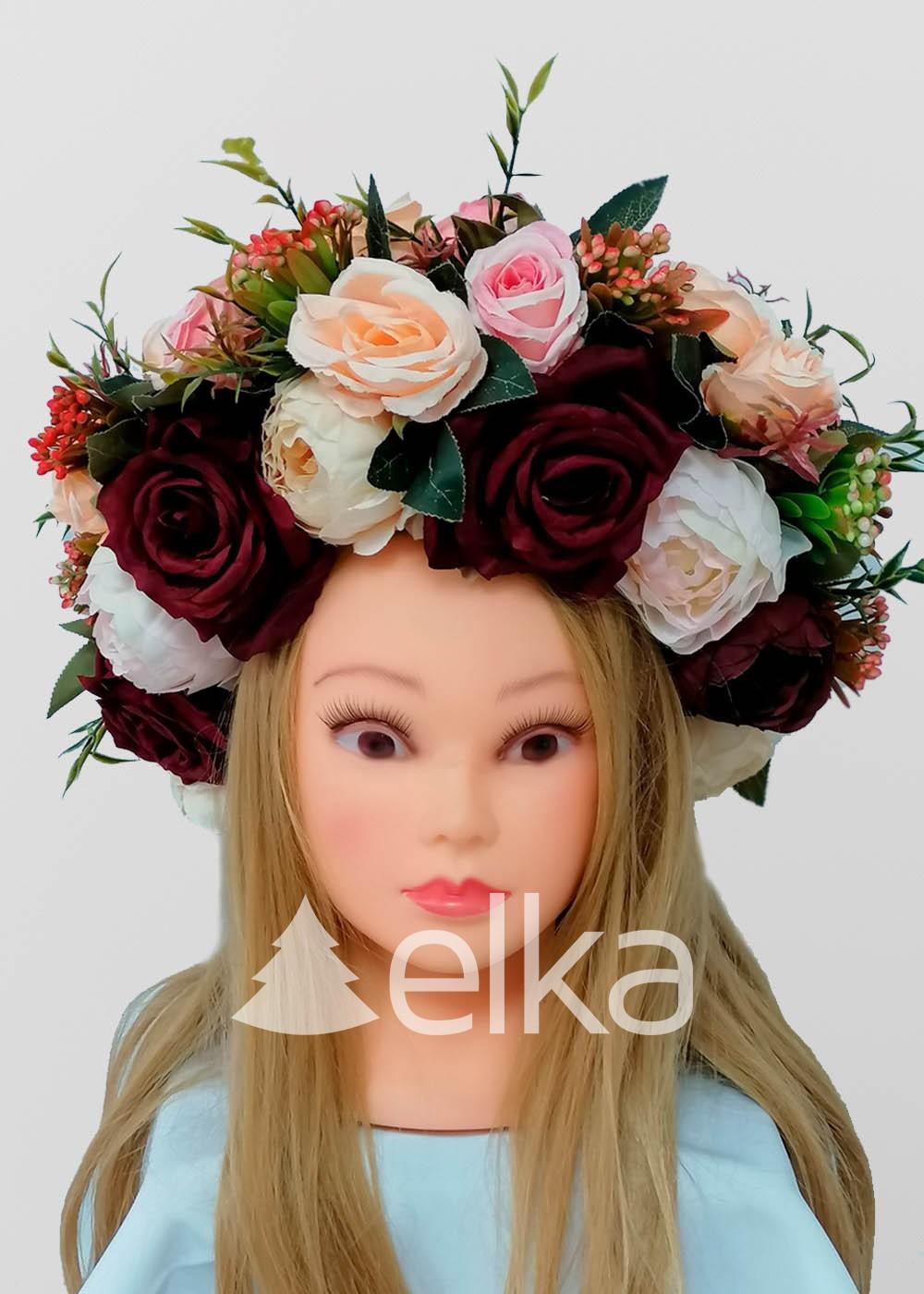 Венок украинский из цветов и ягод